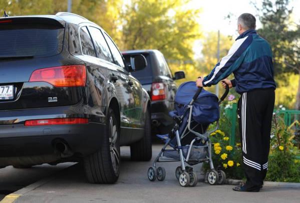 Куда звонить если машина припаркована на тротуаре