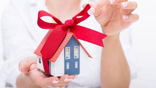 Налог при дарении квартиры, платится ли налог с дарственной на квартиру близкому родственнику, кому можно подарить квартиру без уплаты налога